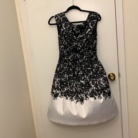 Black and white floral print dress!